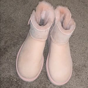 Nude Pair Of Uggs Brand New Size 6 Women